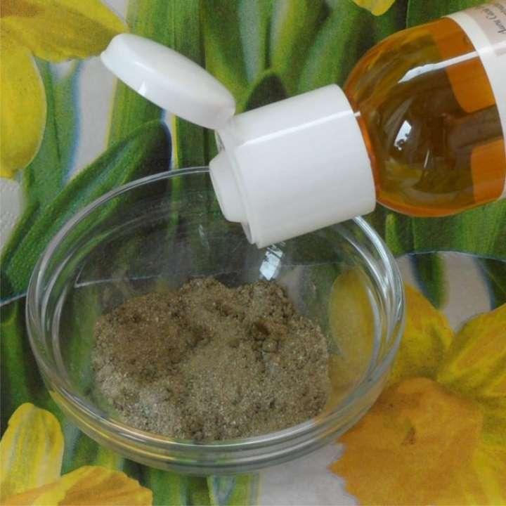 Эфирное масло чайного дерева с косметической глиной
