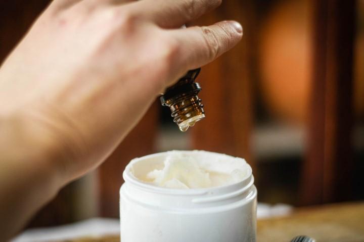 Крем с каплей масла чайного дерева