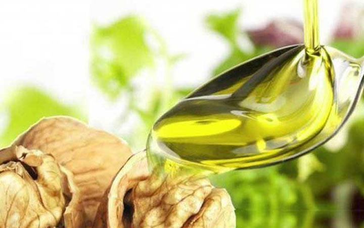 Как принимать масло грецкого ореха (чем полезно для женщин и мужчин)?